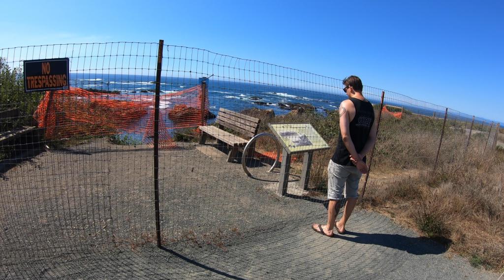 Glass Beach - wejście (płot)