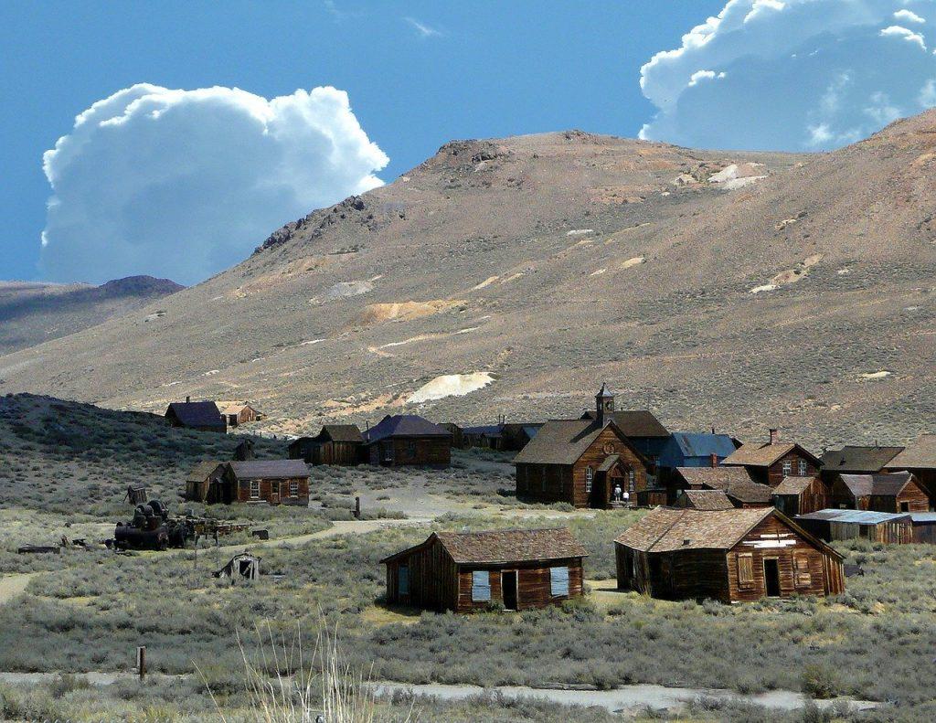 Miasto Bodie - widok na wzgórze
