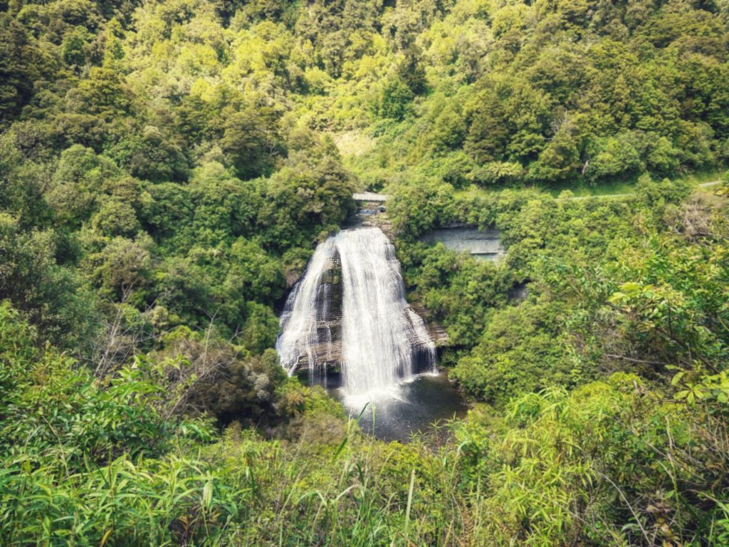 wodospad Jezioro Waikaremoana  Te Urewera