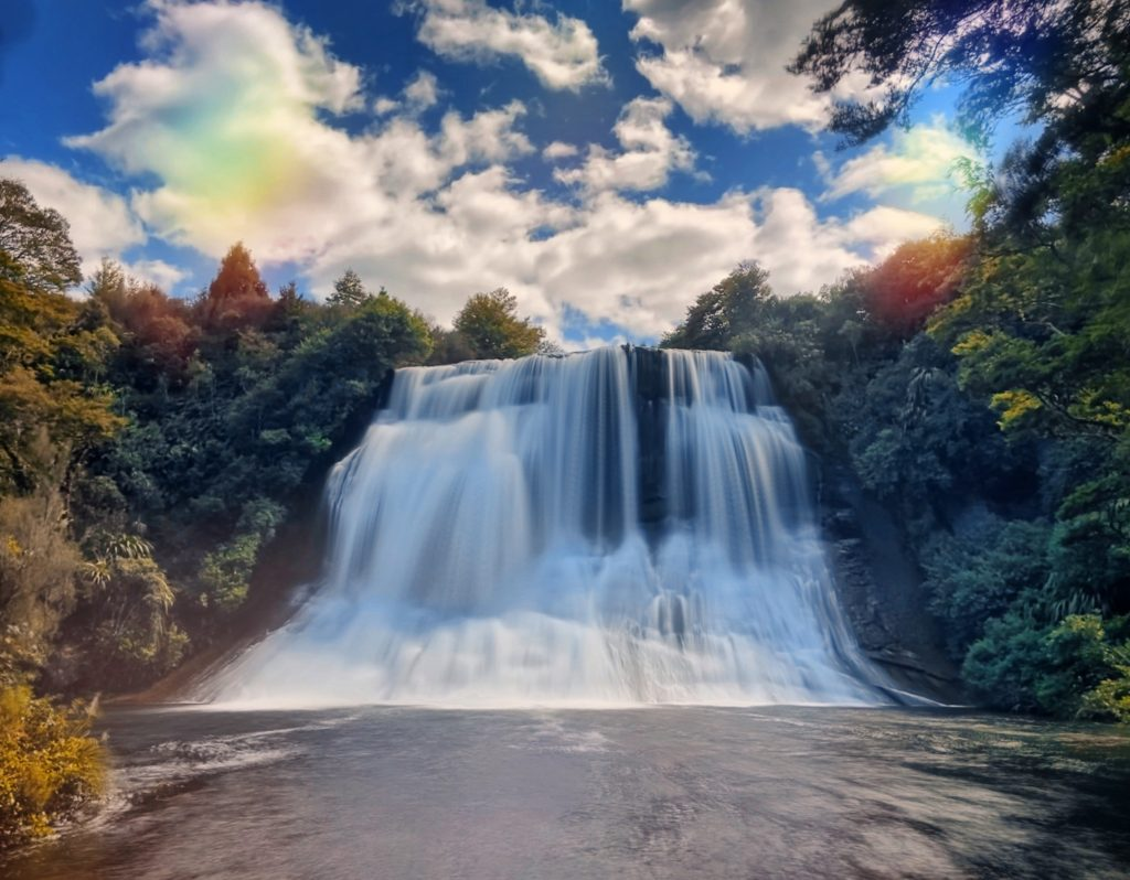 wodospad Te Urewera Jezioro Waikaremoana