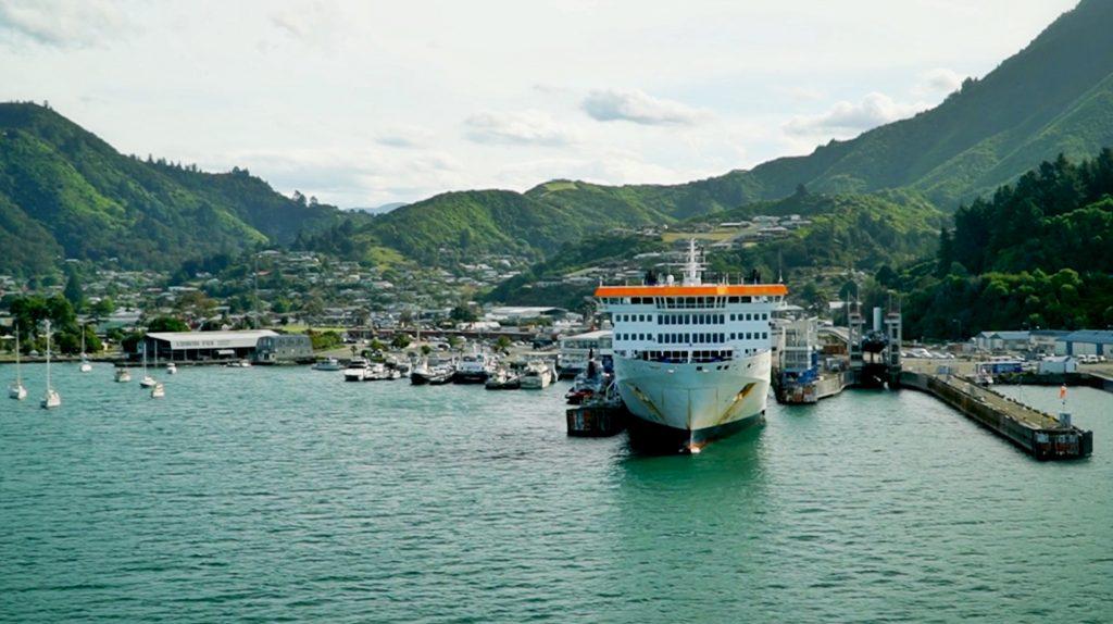 prom Nowa Zelandia, port w Picton