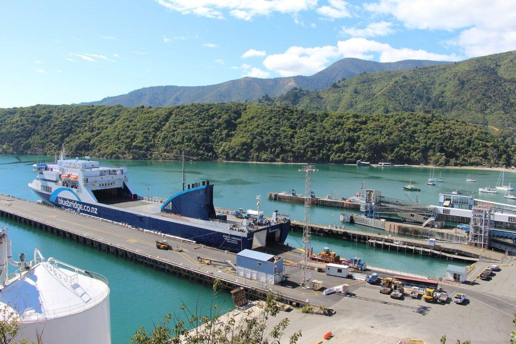 prom Nowa Zelandia port w Picton